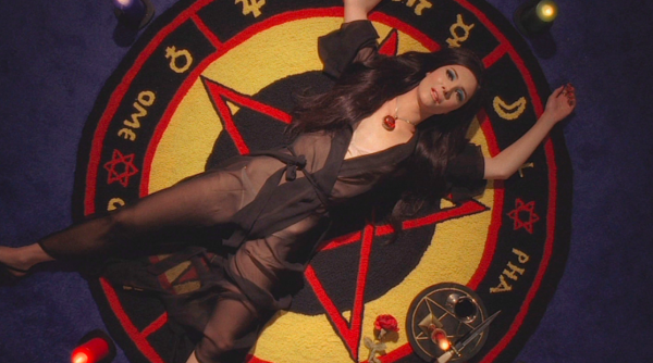 the-love-witch-samantha-robinson-600x334